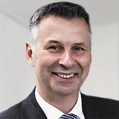 Portrait Prof. Dr. Robert Schmitt