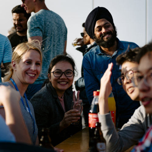 Internationale Studierende in ausgelassener Stimmung beim Barbecue der RWTH Business School