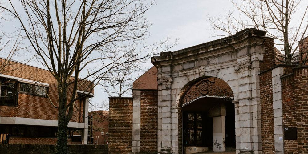 Tor vor dem Karman Auditorium der RWTH Aachen