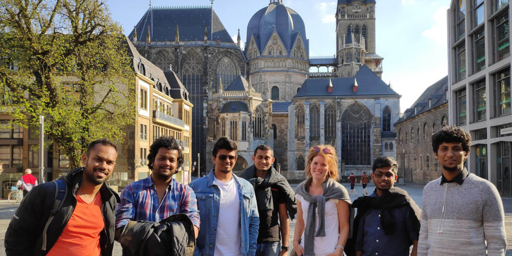 "Students of the DDS at the ""Katschhof"" in front of the Aachen cathedral"