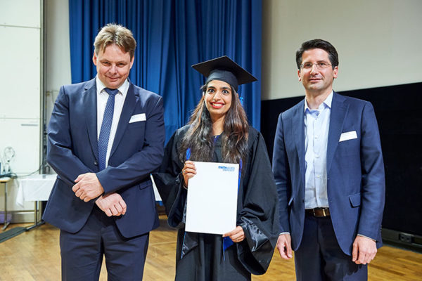 Khushbu Arora receiving her certificate