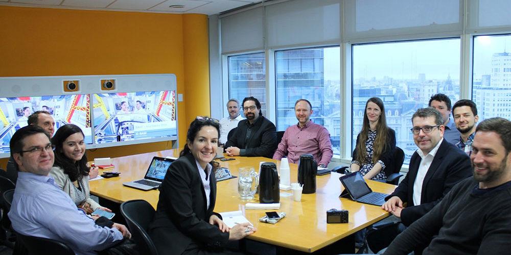 Studierende im Büro von BASF