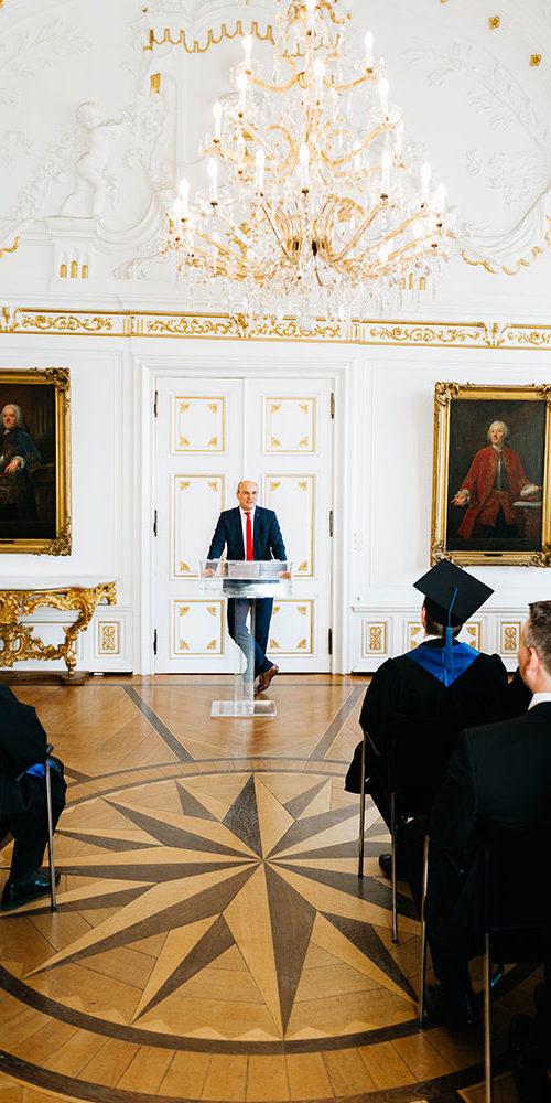 Rektor Rüdiger bei seiner Ansprache während der Graduierung des Executive MBA der RWTH Aachen