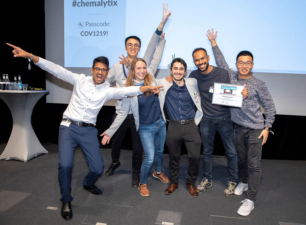 Students of RWTH Business School and RWTH Aachen University at the Chemalytix conference in Leverkusen after winning the hackathon.
