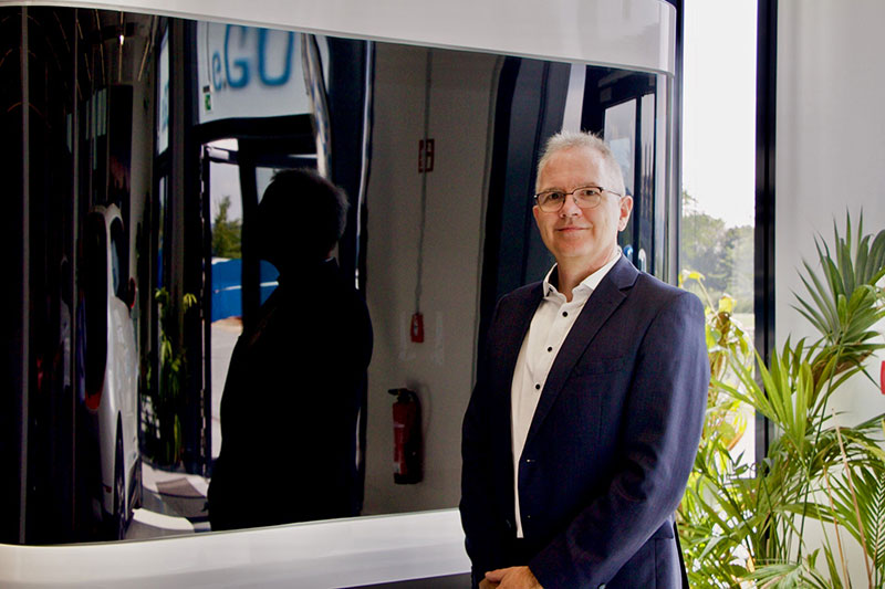 Portrait of Prof. Dr. Oliver Lorz, academic director of the Full-Time MBA, in the eGo showroom.