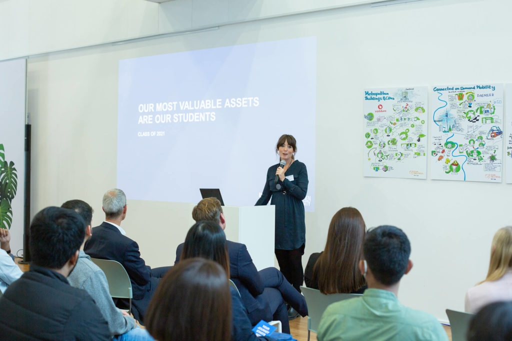 Mandy Bollinger greeting the new students of RWTH Business School
